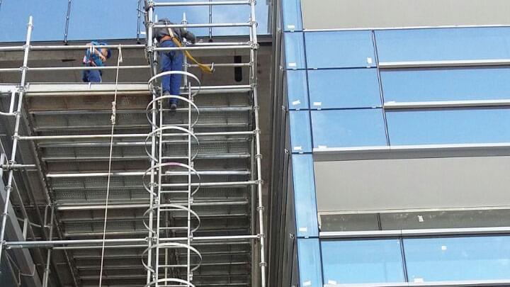 Andaimes com Escada Marinheiro